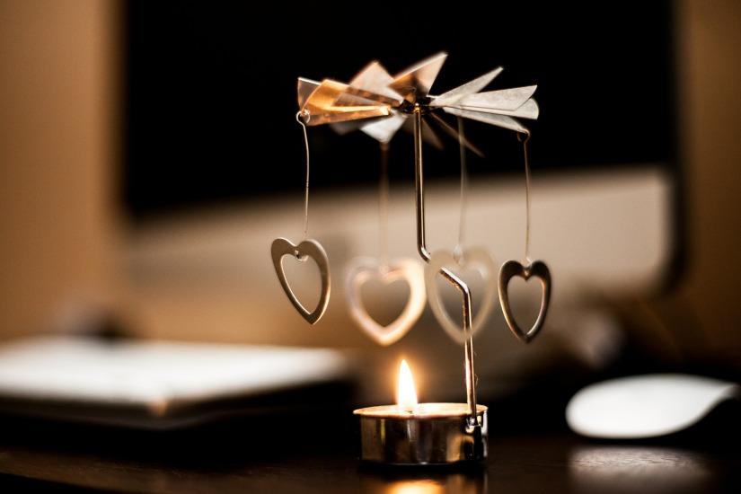 tea-candle-407144_1920