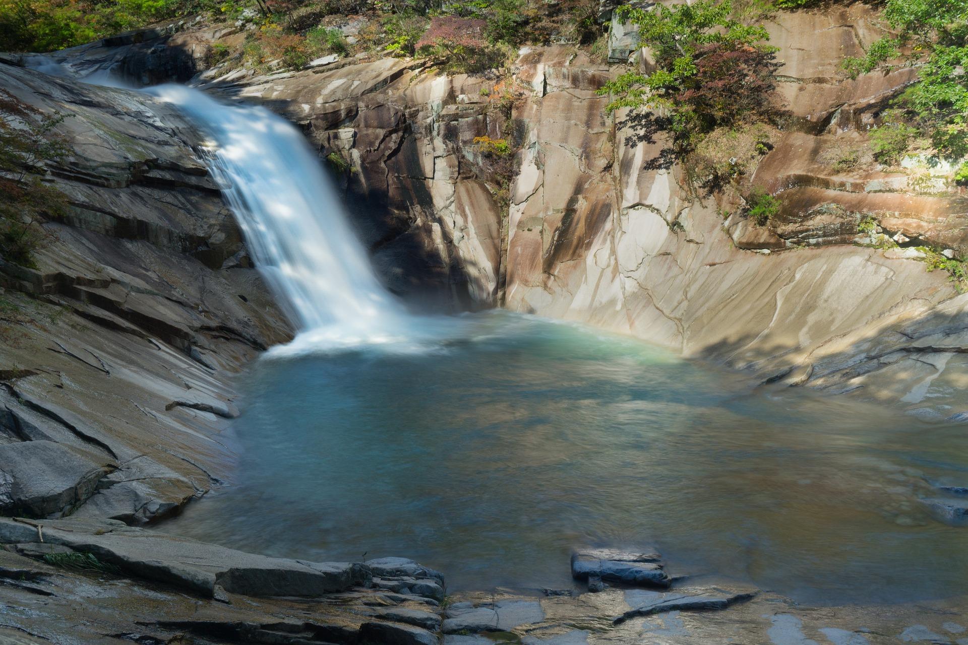 waterfall-3730353_1920